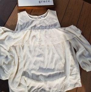 Flowy peekaboo shoulder blouse. White Old navy. L